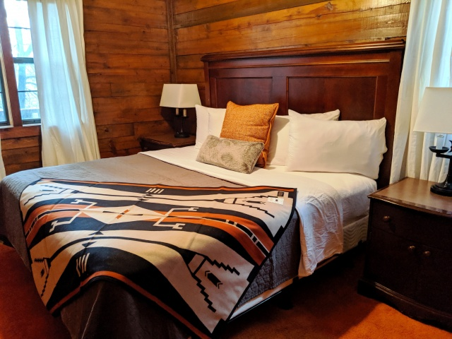Log Cabin bedroom.jpg
