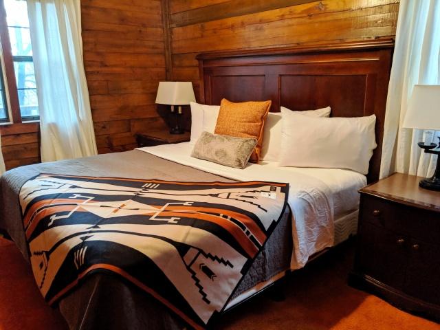 Log Cabin bedroom.jpg